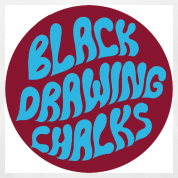 By Camiseta Black Drawing Chalks
